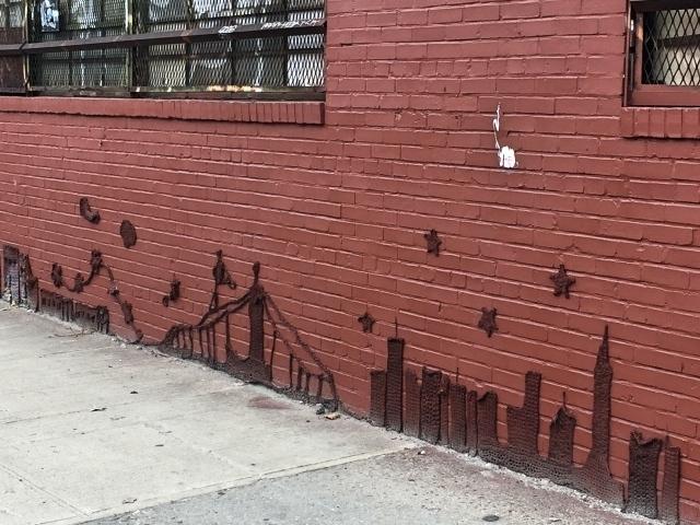 Bushwick street art tour - gehaakte skyline op Harrison Place