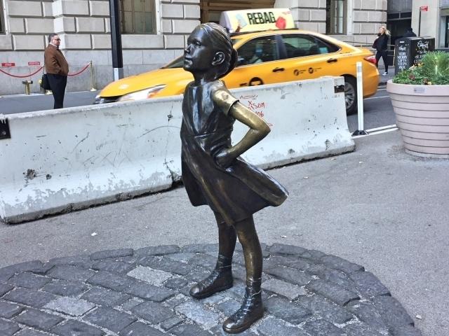Fearless Girl facing the Wall Street Bull